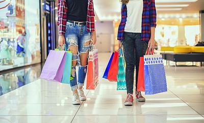少女,购物袋,多色的,自然美,城市生活,拿着,儿童,购物中心,童年,商业活动