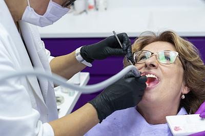 牙医,老年女人,专业人员,医疗流程,肖像,仅女人,牙科设备,牙医椅
