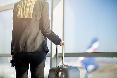 女人,机场,等,旅途,现代,透过窗户往外看,商业金融和工业,拿着,门厅,全身像