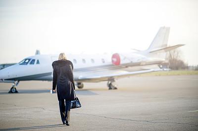 女商人,飞机,青年人,二等兵,喷气式飞机,旅途,部分,头等舱,华贵,商业金融和工业
