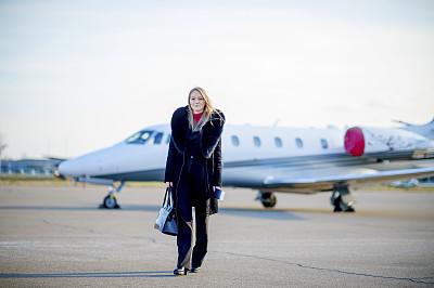女商人,飞机,青年人,二等兵,喷气式飞机,旅途,部分,华贵,商业金融和工业,太阳镜
