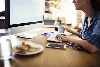 使用电脑,女人,电子邮件,部分,技术,帐单,现代,三明治,住宅内部,消息