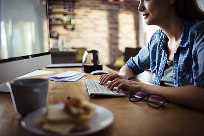 家庭办公,电子邮件,部分,技术,帐单,现代,拿着,三明治,住宅内部,消息