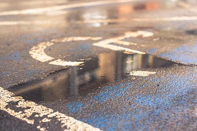 残障者标志,路,城市生活,健康保健,沥青,波兰,彩色背景,交通,交通方式,涂料