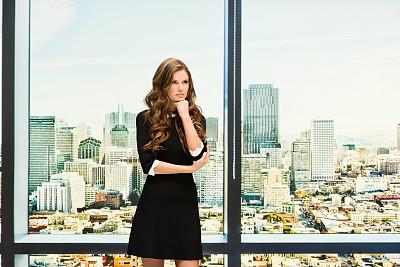 女商人,不高兴的,自然美,办公室,专业人员,25岁到29岁,现代,商业金融和工业,旧金山湾区,户外