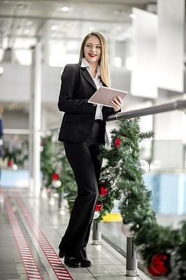 拿着,女商人,青年人,药丸,电子邮件,技术,仅女人,领导能力,仅一个女人,办公室