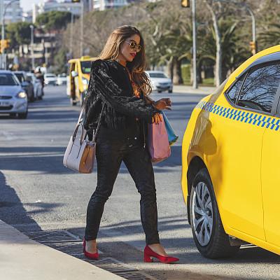 黄色出租车,土耳其,汽车内部,分享经济,汽车,交通,超级名牌,商业金融和工业,忙碌