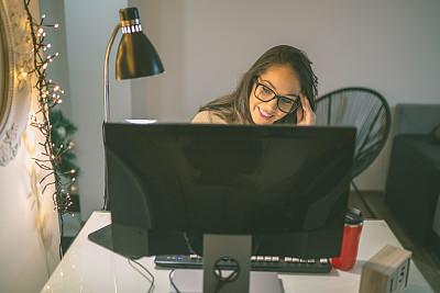 使用电脑,女商人,专业人员,肖像,技术,现代,圣诞树,仅一个女人,办公室