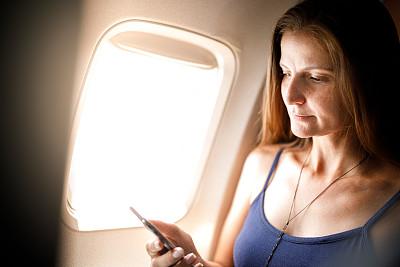 女人,机舱座位,旅途,交通工具内部,客舱,经济舱,技术,商业金融和工业,巴西,仅女人