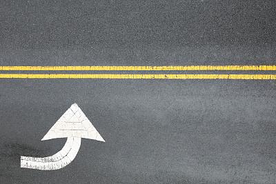 箭头符号,路,城市生活,沥青,交通,直的,交通箭头标志,玷污的,背景,户外