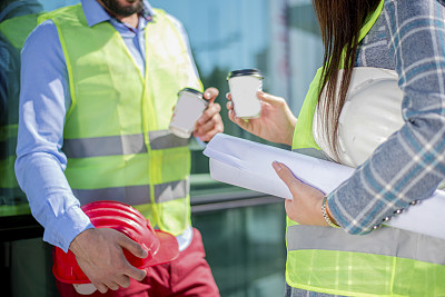 蓝图,工间休息,工程师,专业人员,咖啡杯,30岁到34岁,建筑承包商,商业金融和工业,户外,建筑结构
