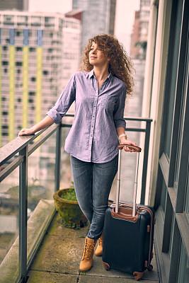 商务,女性,青年人,阳台,乘客,真实的人,城市生活,旅途,一个人,加拿大