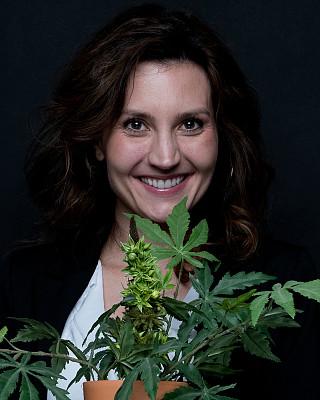 植物,女商人,锅,拿着,垂直画幅,正面视角,30到39岁,半身像,水平画幅,30岁到34岁