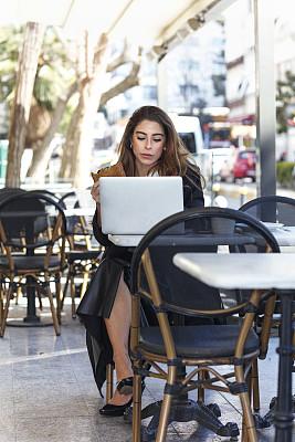 女商人,早餐,土耳其,咖啡杯,舒服,技术,商业金融和工业,绿色眼睛,仅女人,仅一个女人