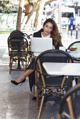 女商人,青年人,咖啡馆,焦点,电子邮件,土耳其,咖啡杯,舒服,技术,商业金融和工业