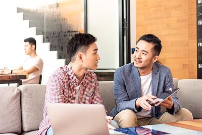 男商人,问题,公亩,亚洲,办公室,30到39岁,脑风暴,商务策略,领导能力,少量人群
