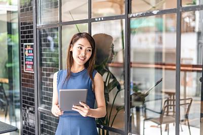 青年人,女商人,办公室,正面视角,留白,水平画幅,工作场所,仅成年人,日本人,商业金融和工业