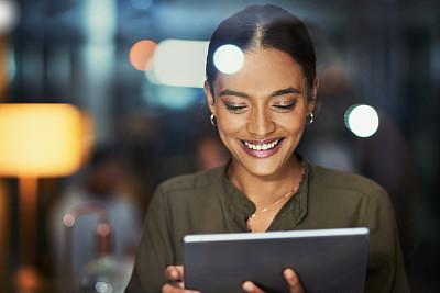 互联网,羊毛帽,红结矶鹞,专业人员,暗色,技术,现代,与众不同,拉美人和西班牙裔人,创作行业