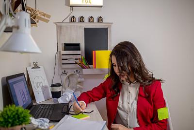 办公室,女孩,自然美,技术,现代,儿童,忙碌,仅一个女人,眼镜