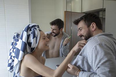 早晨,浴室,青年伴侣,成年的,青年人,脸颊,皮肤,男商人,婚姻