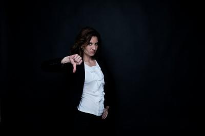 女商人,大拇指朝下,商务,经理,专业人员,30岁到34岁,女人,青年女人,30到39岁,影棚拍摄