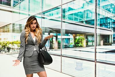 女商人,商务,城市生活,经理,专业人员,一个人,25岁到29岁,现代,女人,青年女人