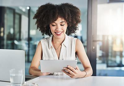 好消息,专业人员,部分,技术,现代,仅女人,仅一个女人,办公室,非洲人,使用电脑
