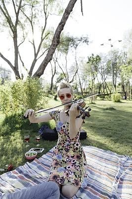 女人,浪漫,野餐,自然美,成年的,仅成年人,青年人,音乐人,人际关系,异性恋