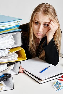 金色头发,青年人,沮丧,负担过重,办公室职员,苦差事,忙碌,仅女人,仅一个女人,办公室