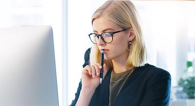 专业人员,部分,肖像,技术,现代,呼叫中心,仅女人,仅一个女人,办公室,使用电脑