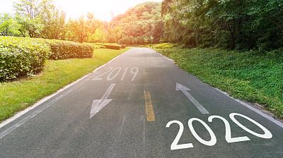2020,2019,空的路,数字,沥青,交通,交通箭头标志,公园,公路,草