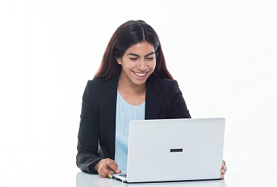半身像,幸福,使用手提电脑,女商人,透过窗户往外看,专业人员,背景分离,技术,商业金融和工业,拉美人和西班牙裔人