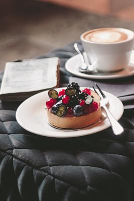 蛋塔,工间休息,浆果,书,周末活动,咖啡杯,杯,蛋糕,蓝莓,茶杯