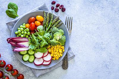 沙拉,健康食物,蔬菜,清新,留白,小酒杯,高视角,暗色,西兰花,豌豆