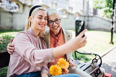 母亲,幸福,女孩,自拍,灰发,成年的,仅成年人,老年人,中老年人,青年人