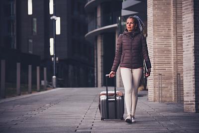 旅游目的地,女人,周末活动,旅途,技术,欢乐,户外,仅女人,仅一个女人,随身行李