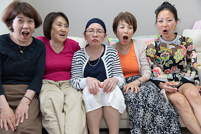 老年女人,友谊,日本人,成年的,仅成年人,老年人,中老年人,中年人,学生,女商人