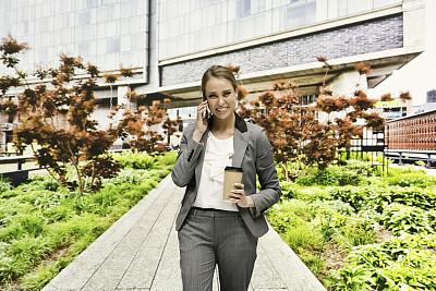 纽约,女商人,切尔西,咖啡杯,25岁到29岁,一次性杯子,公园,现代,商业金融和工业,户外