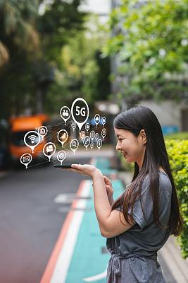 青年人,女人,5g,垂直画幅,安全,仅成年人,云计算,技术,万维网,商务