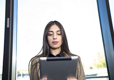 女商人,自然美,平板电脑,商务,经理,专业人员,计算机,肖像,一个人,技术
