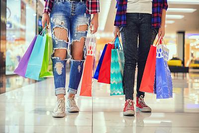 少女,购物袋,自然美,多色的,城市生活,拿着,儿童,购物中心,童年,商业活动