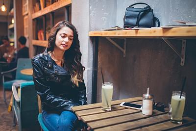 果汁,餐馆,青年人,皮茄克,现代,拿着,水果,欢乐,仅女人