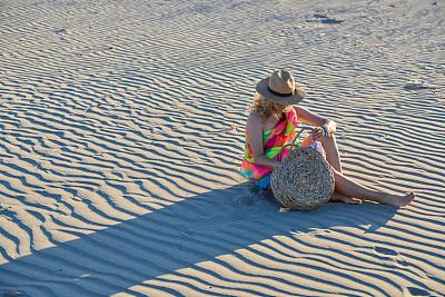 女人,沙子,商务,热,土耳其,热带气候,一个人,安塔利亚省,青年女人,仅一个青年女人