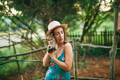 猫,自然美,小的,女孩,可爱的,平和,猫科动物,草,女人,青年女人