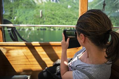风景,问号,摄影师,户外,晴朗,仅女人,仅一个女人,拍摄场景,幸福,智能手机