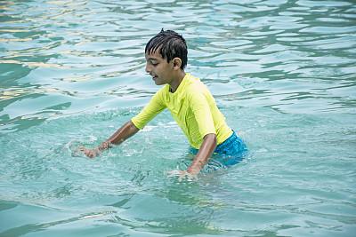 男孩,进行中,印度次大陆人,游泳池,肖像,一个人,仅儿童,小的,拿着