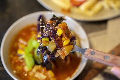 西红柿,蔬菜汤,素食,蔬菜,热,清新,多样,食品,罗勒,红球甘蓝