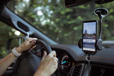 移动应用程序,汽车,40到44岁,商业金融和工业,仅女人,仅一个女人,方向,商用车,智能手机