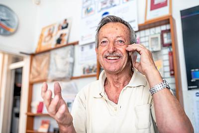 老年男人,手机,活力,仅一个老年男人,仅男人,肖像,技术,仅一个男人,工作年长者,智能手机