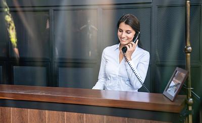 酒店服务台,快乐,宾客,大厅,看,中年女人,商务,仅一个中年女人,经理,一个人